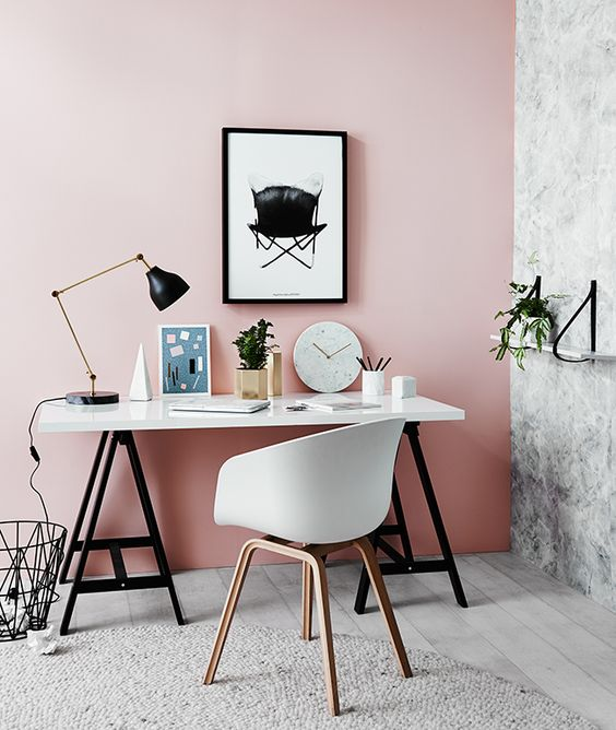 bureau rose et noir